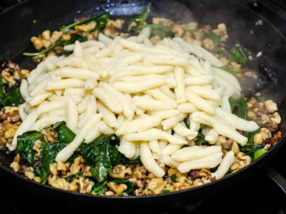 Cavatelli Pasta Prep 3 Ricotta Cavatelli with Toasted Walnuts & Baby Greens