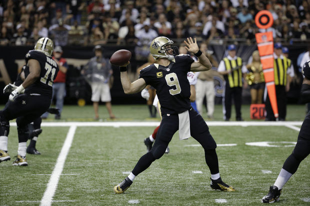 in the second half of an NFL football game in New Orleans, Sunday, Nov. 17, 2013. (AP Photo/Dave Martin)