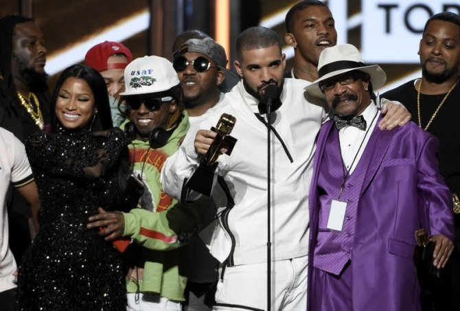 Drake accepts the top artist award at the Billboard Music Awards at the T-Mobile Arena on Sunday, May 21, 2017, in Las Vegas. (Photo by Chris Pizzello/Invision/AP)