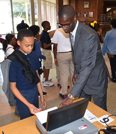 Student receives instruction from Hinds Co. Circuit Clerk Zack Wallace.