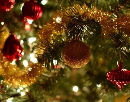 7 Ways to Deck Your Hall for Less This Holiday Season