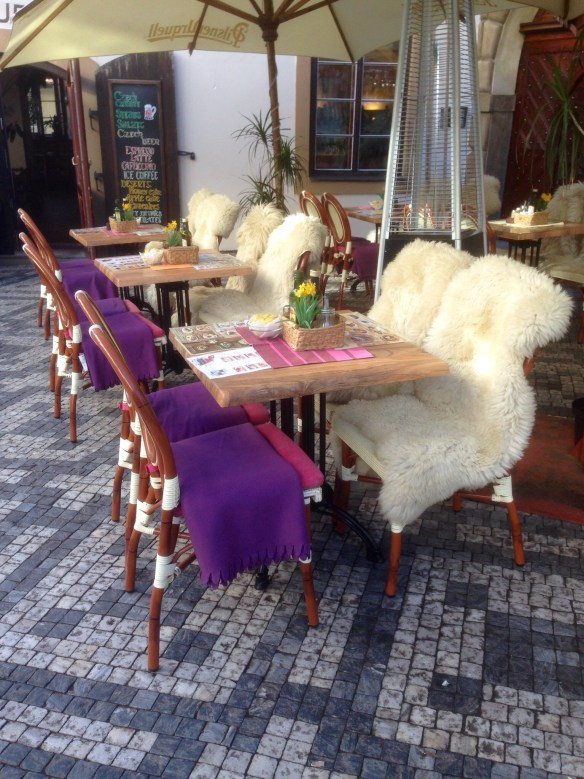 Prague is enjoying the warm autumn weather. Temperatures have been in the 50s (F) this week, extending the sidewalk dining season. The inviting heater, fleece seats, lap robes and hot mulled wine are also worth a pause.