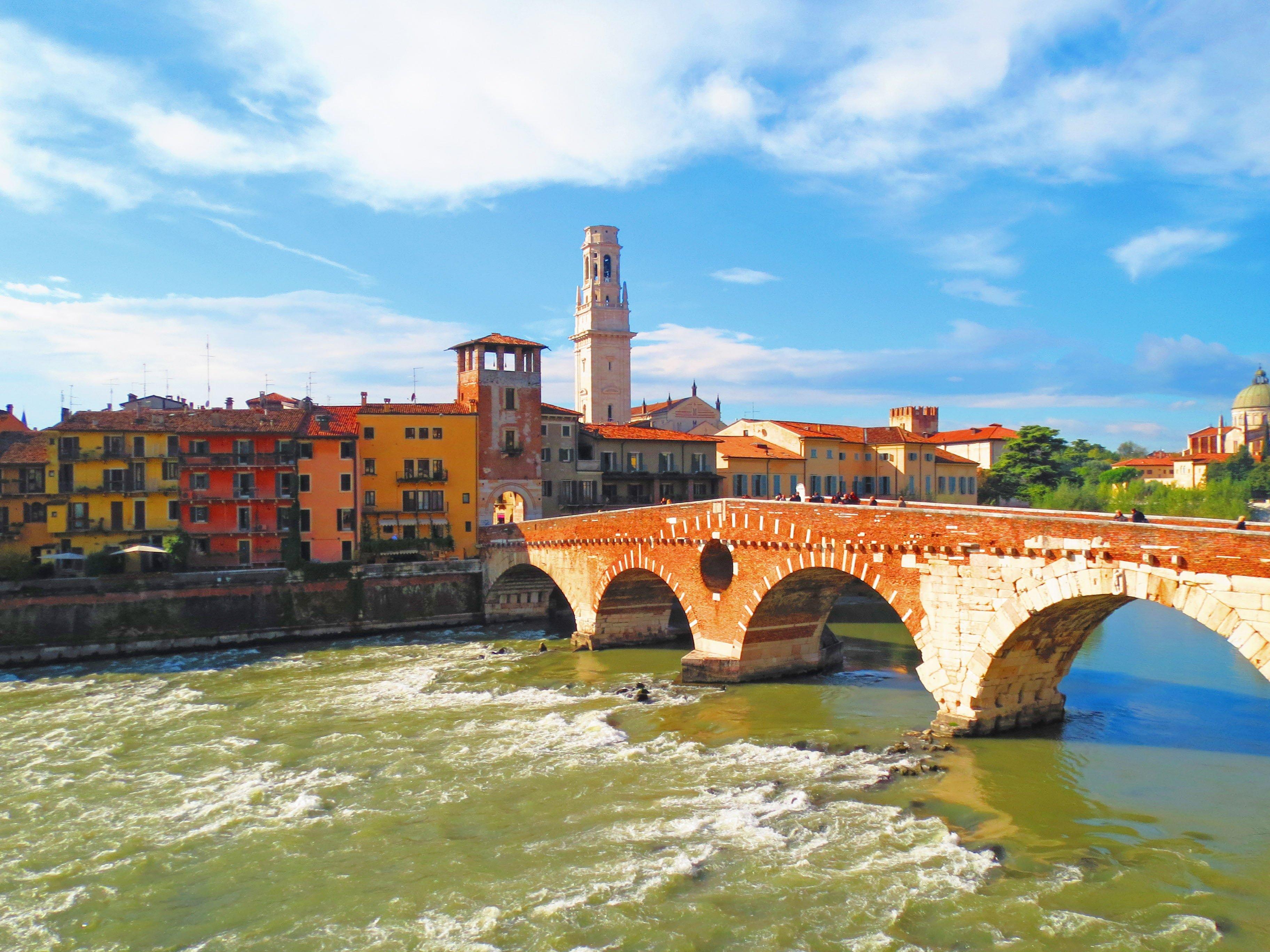 Wallpaper Wanderer: Ponte Pietra Bridge in Verona