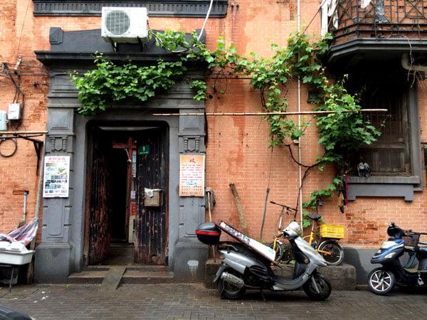 Shanghai Zhang Yuan Doorway Motorbike