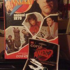 BLAKE'S 7  LIBERATOR 1977, Corgi Junior Die Cast Model + 1979 Blake's 7 Annual