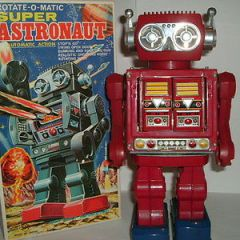 robots VINTAGE HORIKAWA SH TOYS SUPER ASTRONAUT TIN  ROBOT MADE IN JAPAN 1960'S