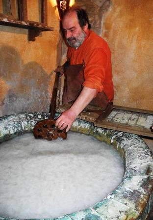 paper making in Bevagna