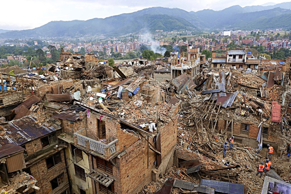 http://i2.wp.com/theothersshoe.files.wordpress.com/2015/05/nepal-quake-2015-nbc.jpg?resize=1004%2C670&ssl=1