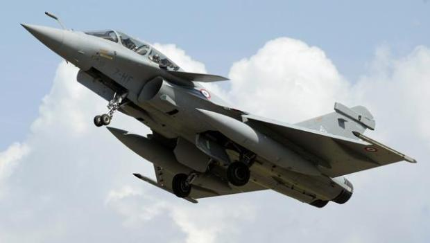 This file photo taken on July 11, 2006 shows a Rafale Fighter jet, built by French aviation company Dassault flying past in Saint-Dizier. India has signed a formal agreement to buy 36 Rafale fighter jets from France's Dassault. (AFP Photo)