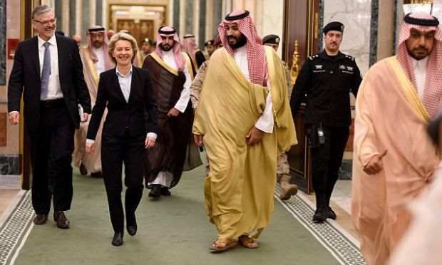 German Defence Minister Ursula von der Leyen (CDU) is recieved by the Vice Regent and Defence Minister of Saudi Arabia, Mohammad bin Salman Al-Saud, in the Divan Palace in Riyadh, Saudi Arabia, 08 December 2016. The minister is currently on a five-day tour of the region. Photo: Rainer Jensen/dpa