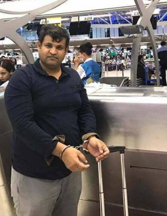 Munir Mengal von der Baloch Voice vor seiner Abschiebung im Flughafen Bangkok