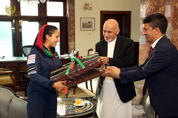 Afghan-woman-pilot-flying-around-the-world
