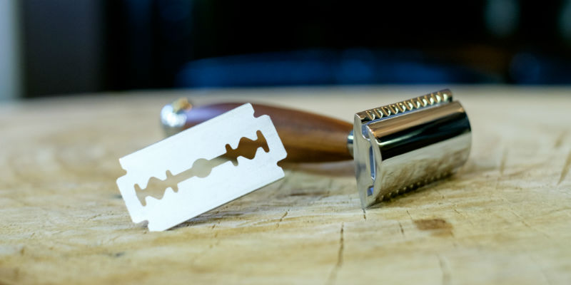 Classic safety razor and double-edge blade