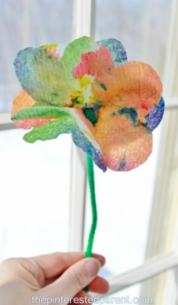 Tie Dye Paper Towel Flowers - a pretty summer or spring project to make with the kids.