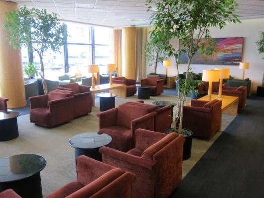 An empty lounge..my favorite kind!