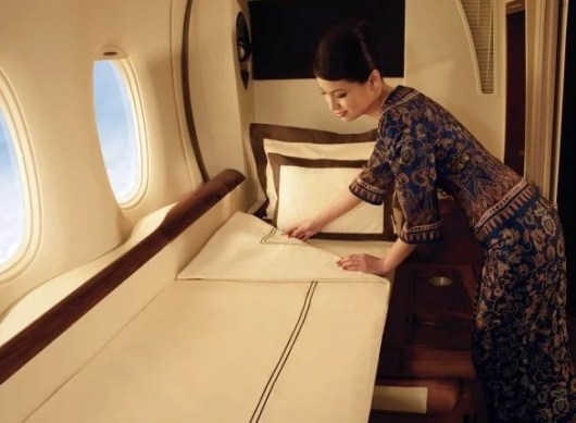 A Singapore Airlines First Class Suite bed on the A380.