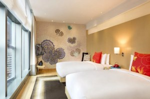 Asian themed guestroom decor at the Hotel Indigo Hong Kong.