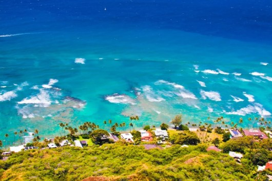 The technicolor beauty of O'ahu begins well before your flight has landed (Image courtesy of Shutterstock)