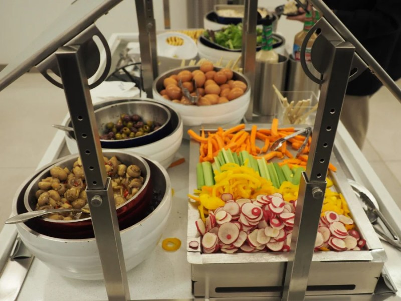 The buffet at the Delta Sky Lounge.