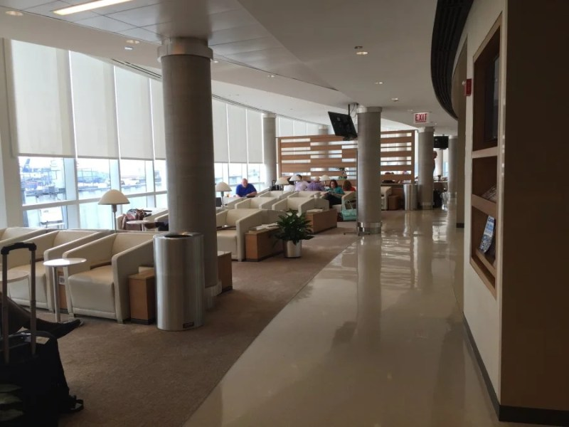 The recently renovated concourse G Admirals Club was open, airy, quiet and comfortable.