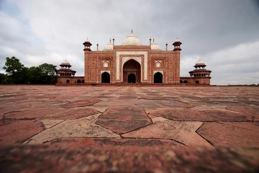 A view of the Taj Mosque, shot from the ground, with back facing the Taj.