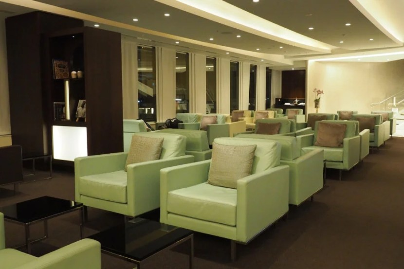 Etihad first and business-class lounge (Sydney).