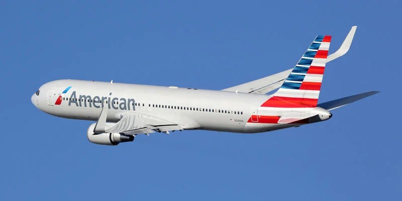 American Airlines rose three spots this year to number 2 on USNWR's frequent flyer program rankings.