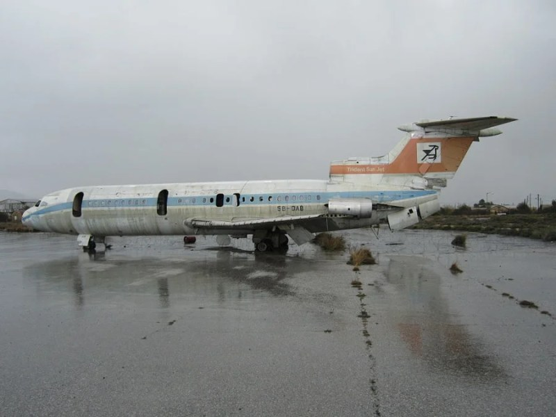 A rusting Cyprus Airways jet at Nicosia Airport. Photo credit: Dickelbers/Wikipedia.