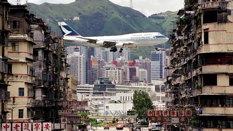 A Cathay 747 coming in to land at Kai Tak. Photo credit: Daryl Champan.