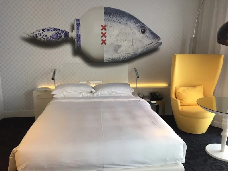 Does this bed look like a king to you? I also had mixed feelings about the fish.