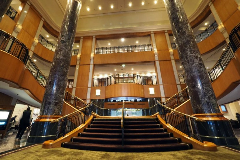 The grand lobby at Sheraton on the Park.
