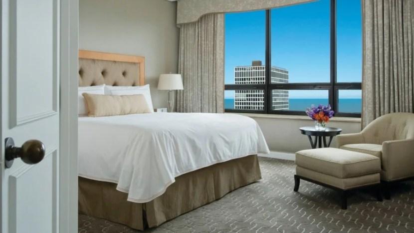 Lakeview room at the Ritz Carlton Chicago. (Photo courtesy Ritz Carlton.)