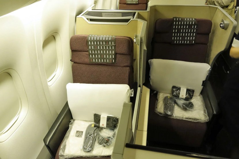JAL 777-300ER Sky Suite business class.