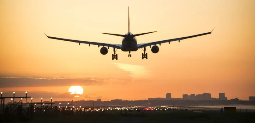 Plane landing from behind featured shutterstock 281588774