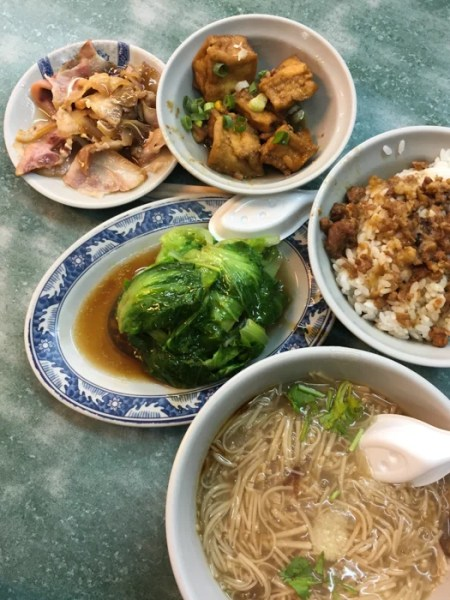 Oyster vermicelli (bottom right) and braised pork rice (right) with tapas-style small dishes of blanched lettuce, braised pork ears (top left) and fried tofu (center top). Photo courtesy of the author.