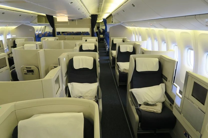 The aisle seats are rather exposed, but the window seats can feel rather private — especially with the seat divider up.