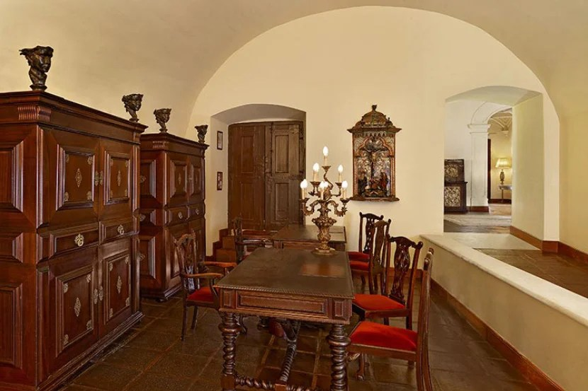Ornate furniture in the Convento do Espinheiro lobby. Image courtesy of Starwood.