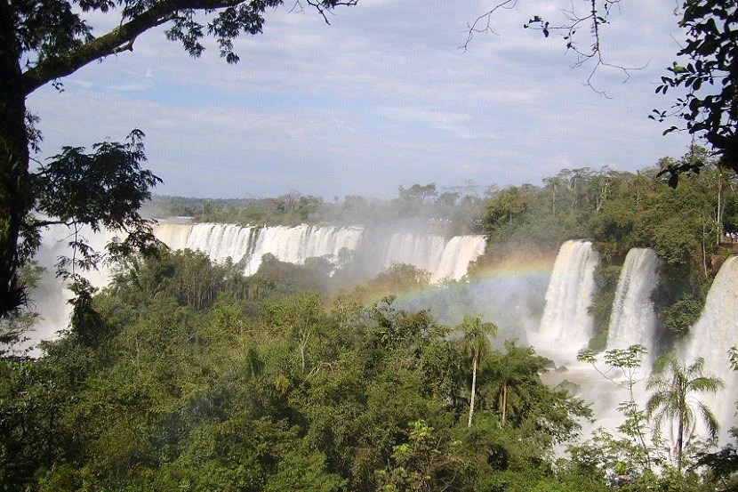 Waiting for friends to join you could mean you'll be missing out on incredible views of Iguazú Falls. Want to travel now? Just go!