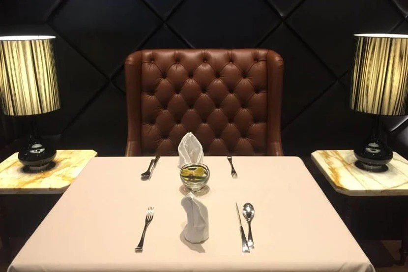The Private Room SQ desk