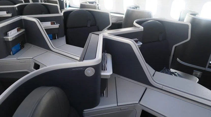 The middle seats are great for couples. Not so great for solo travelers seeking privacy.
