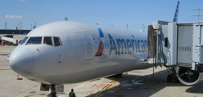 aa-767-300-at-chicago-ord-gate-featured1