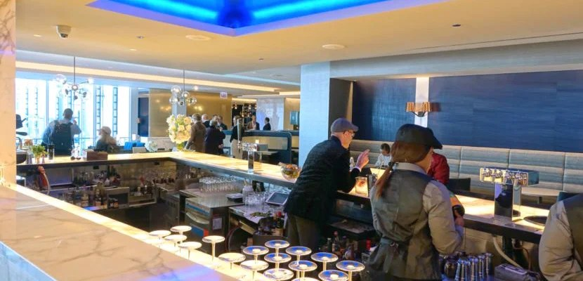 united polaris lounge featured
