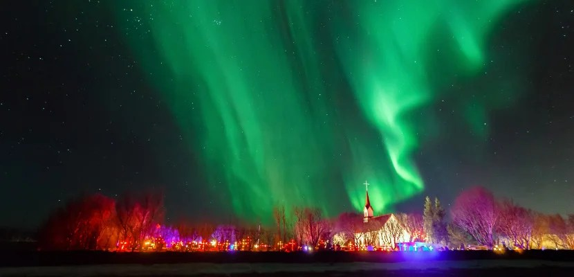 Iceland, Reykjavik, Aurora borealis over church