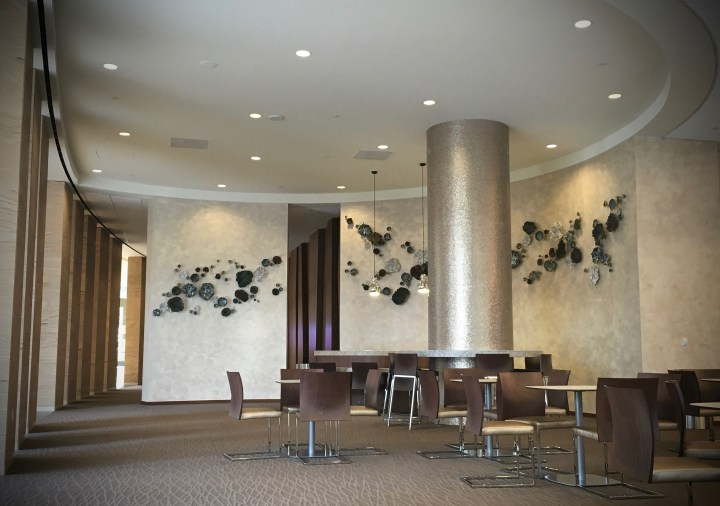 gregory-miller-granite_park_coral_lobby