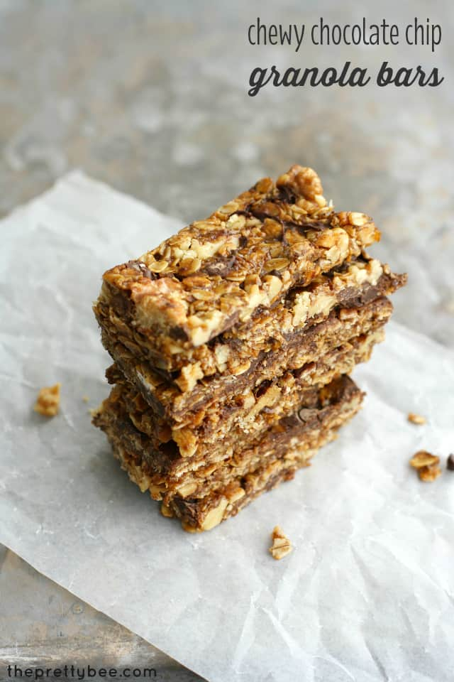 Sweet and nutty chocolate chip granola bar recipe. Chewy and delicious! #vegan #glutenfree
