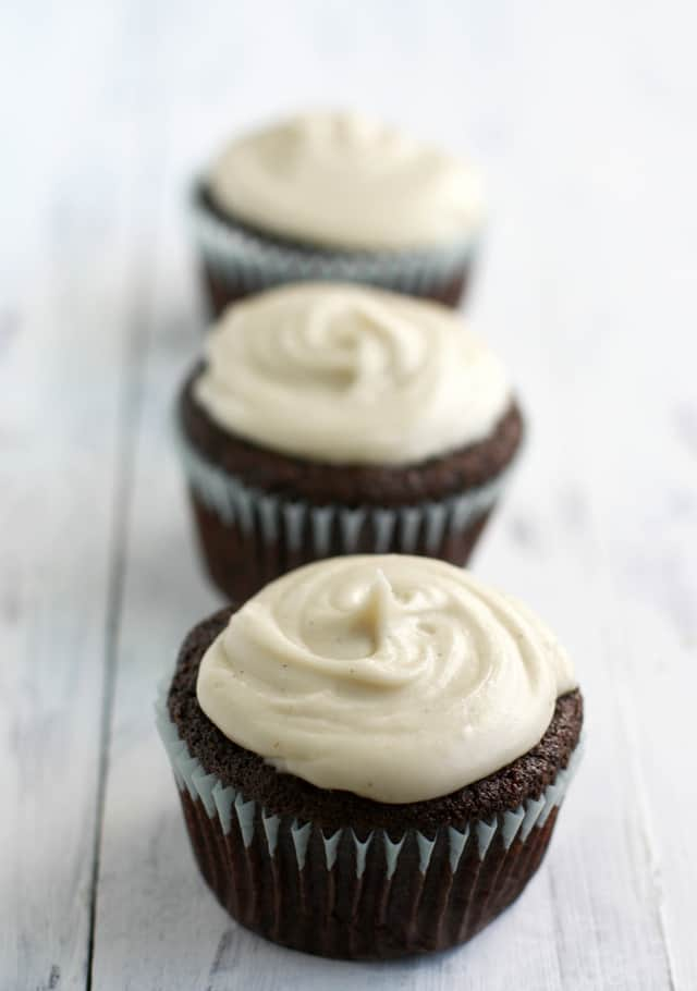 Perfect chocolate cupcakes wtih vanilla bean frosting. What could be better than that? Gluten free and vegan recipe.