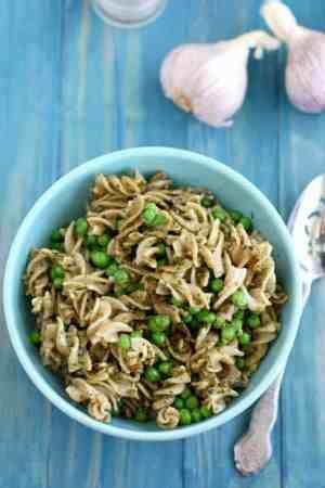 Pasta with sunflower seed pesto and peas. A simple summer recipe. #glutenfree #dairyfree #vegan