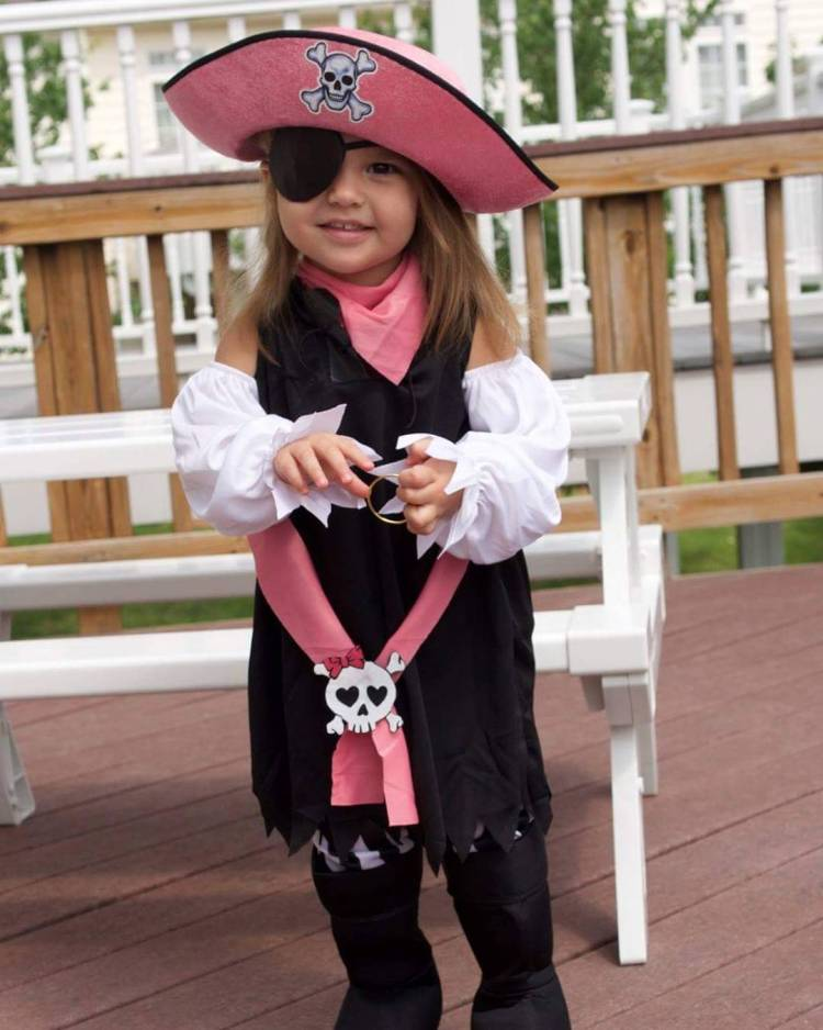 Throwback post for internationaltalklikeapirateday Arrr you ready for Halloween?