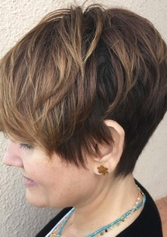 11-pixie-haircut-for-mature-women