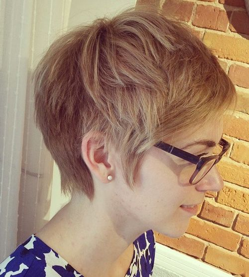 layered short hairstyle